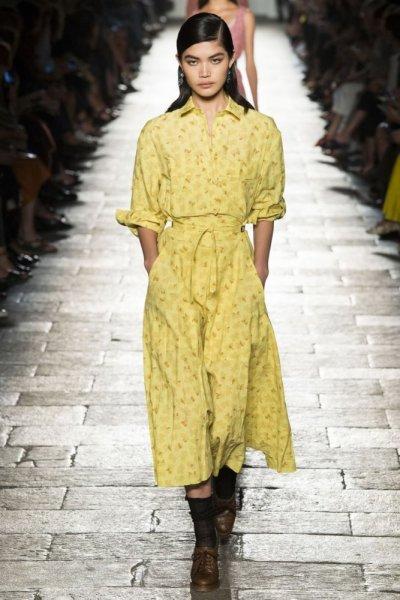 فستان-بدرجة-الاصفر-الباستيل-من-bottega-veneta