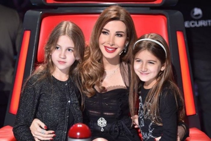نانسي-مع-بناتها