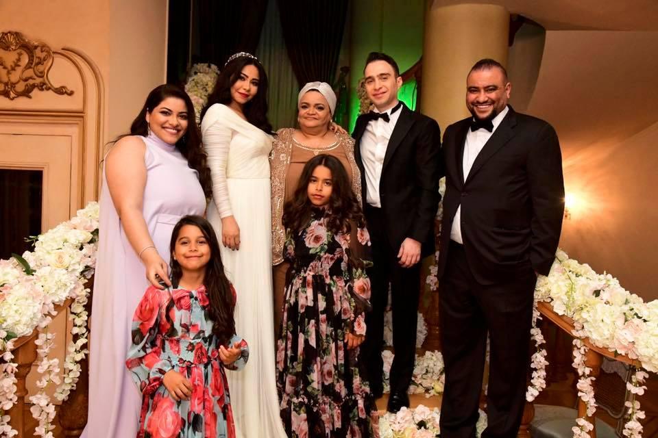 8-صورة-عائلة-مع-شيرين-وحسام-حبيب