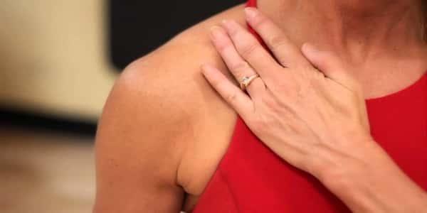 أسباب آلام عظمة الترقوة عند المرأة وطرق علاجها مشاهير