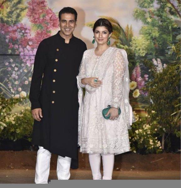 اكشاي-كومار-وزوجته
