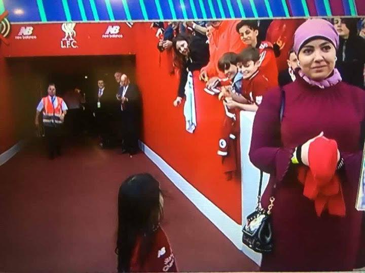 زوجة صلاح وابنته في ملعب ليفربول