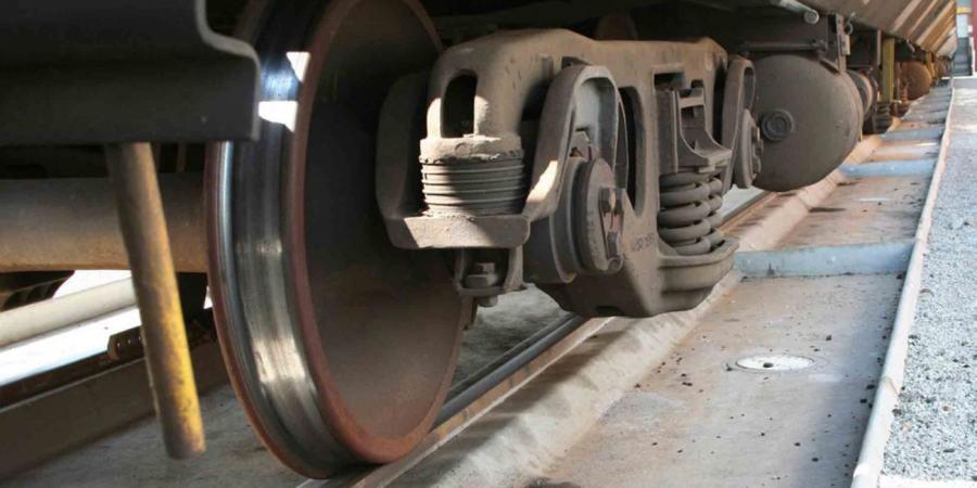 فيديو صادم.. إنقاذ طفلة من الموت تحت عجلات قطار