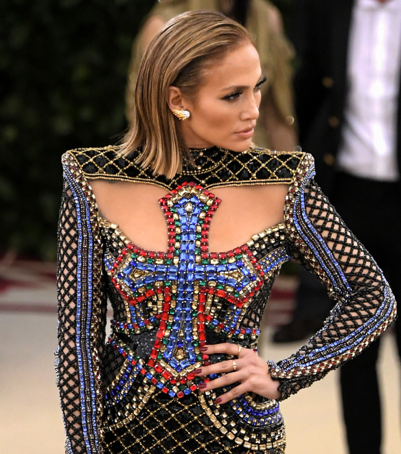 Jennifer Lopez stunned in Tiffany Schlumberger earrings and Tiffany T rings at the 2018 Met Gala.