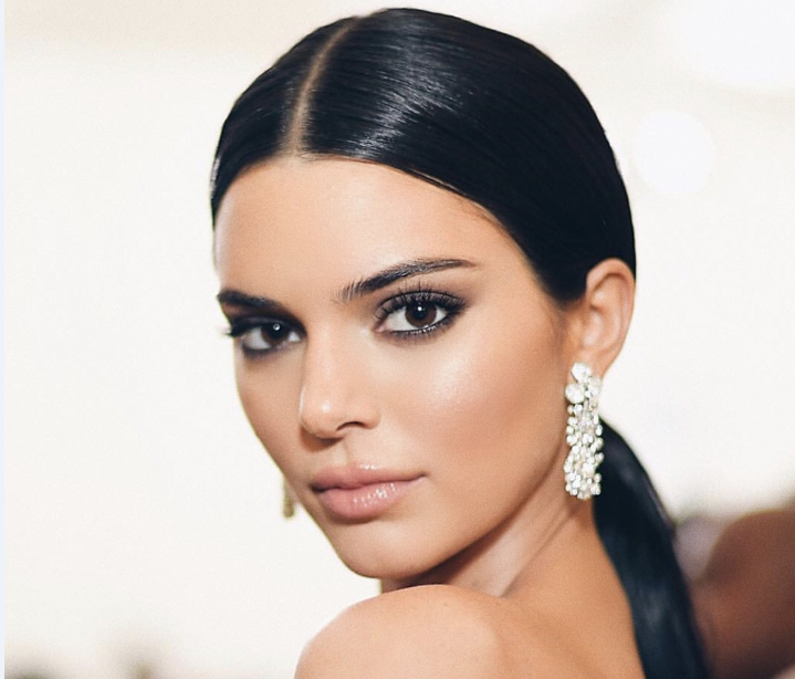 Kendall Jenner looked glamorous in pieces from the new Tiffany Paper Flowers™ collection at the 2018 Met Gala.