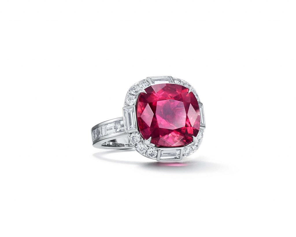TIFFANY & CO. RING IN PLATINUM WITH A RUBELLITE OF APPROXIMATELY SEVEN CARATS AND DIAMONDS