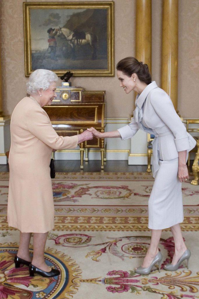 انجلينا-مع-الملكة-إليزابيث-الثانية
