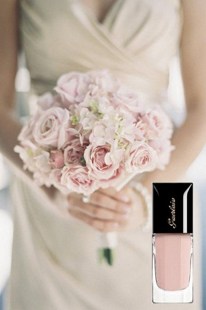 طريقة_تنسيق_المناكير_وباقة_الورد _للعروس