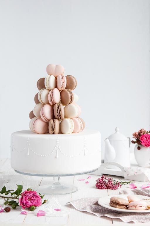 كعكة-بيضاء-بالبسكويت