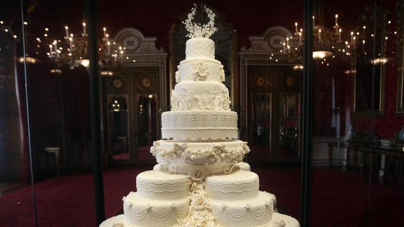 كعكة-بيضاء-كبيرة