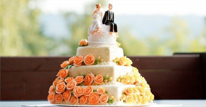 كيكة-زفاف-ابيض-وبرتقالي