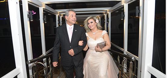 العروسين-اثناء-دخول-المركب-النيلي