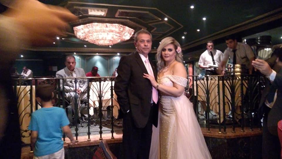 العروسين-في-حفل-الزفاف-في-مركب
