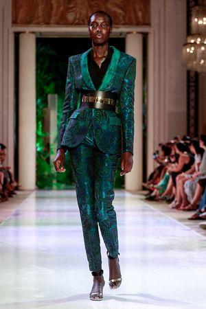 بدلة-خضراء-من-أزارو-كوتير