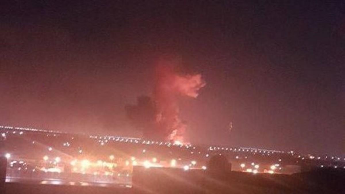 انفجار خزان الوقود الرئيسي في مطار القاهرة وإيقاف حركة الملاحة الجوية