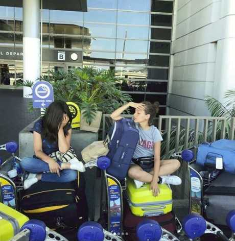 جميلة ومنى  زكي في مطار بأمريكا