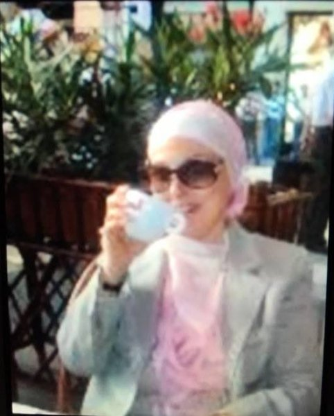 صورة نجاة بالحجاب