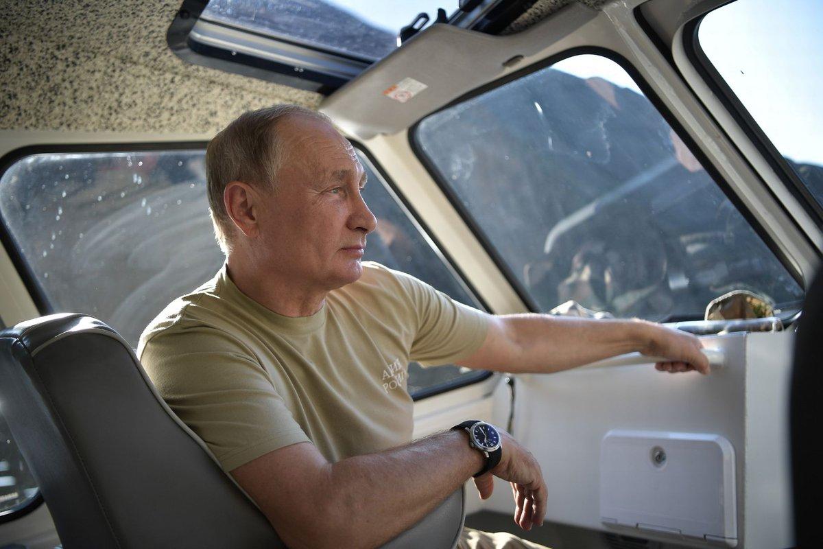 بالصور.. بوتين يقضي عطلته في سيبيريا مع كبار المسؤولين الأمنيين