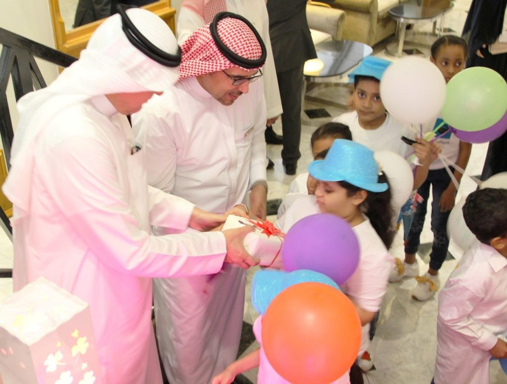 children-from-dar-al-ber-charity-association-at-makkah-millennium-hotel-towers-_gifts