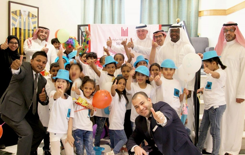 children-from-dar-al-ber-charity-association-at-makkah-millennium-hotel-towers-_group-photo-with-gm