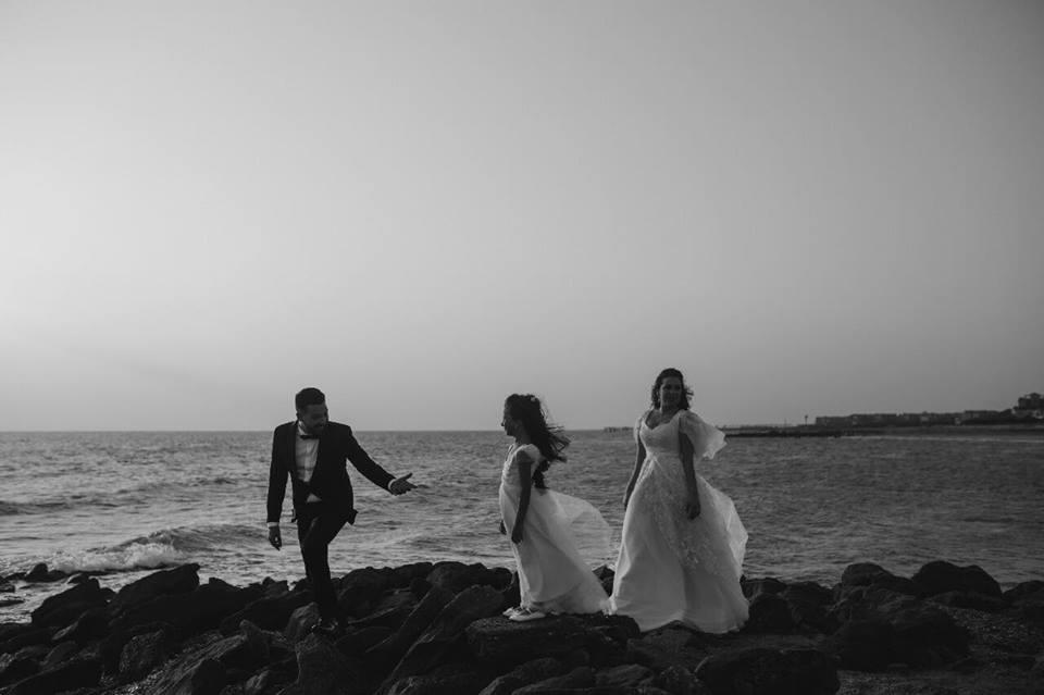 أسما-وحجازي-يحتفلون-بالزفاف-على-الشاطئ