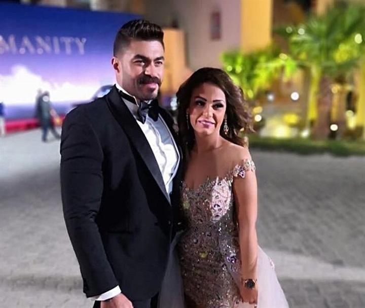 خالد-سليم-مع-زوجته-بالبدلة-السوداء