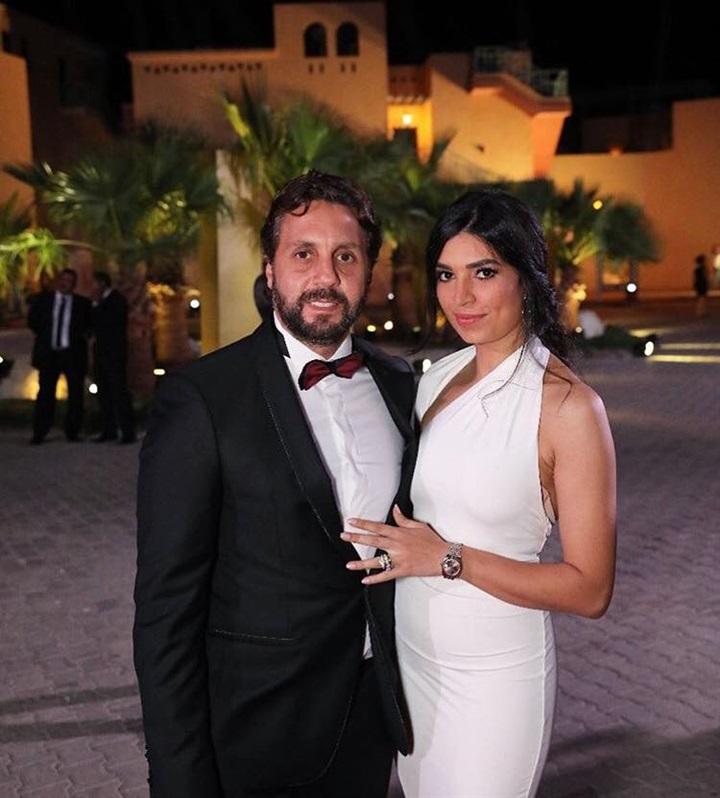 هشام-ماجد-مع-زوجته-باطلالة-سوداء