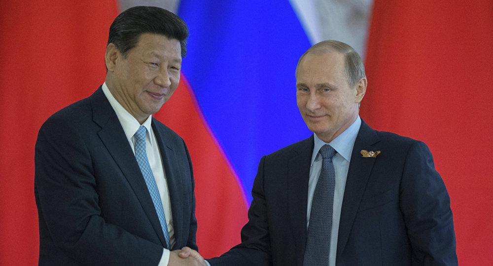 فلاديمير بوتين يعلم الرئيس الصيني صناعة الفطائر الروسية