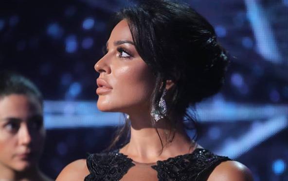اطلالة-نادين-نجيم-في-حفل-ملكة-جمال-لبنان-2018