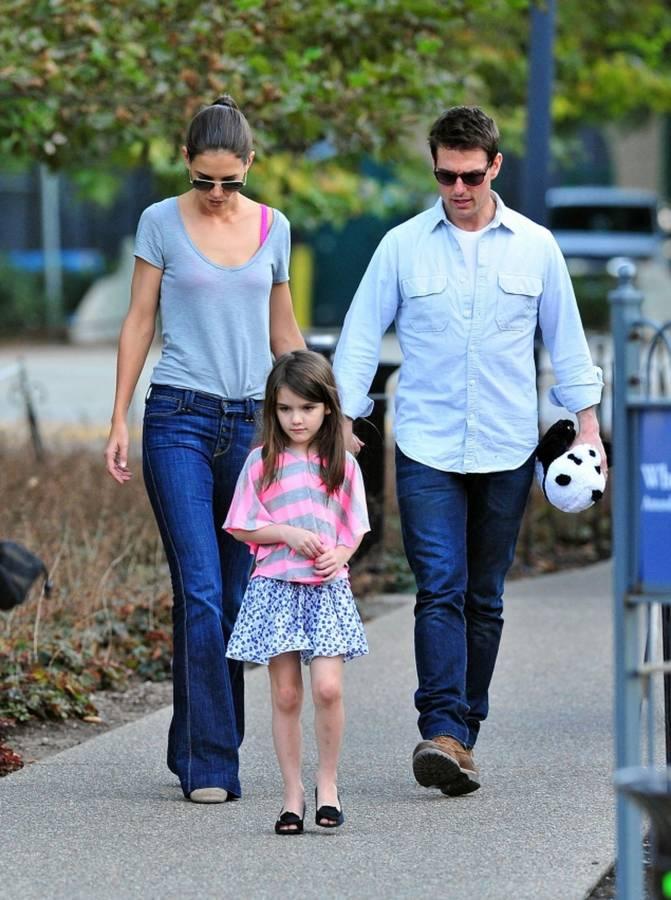 توم-كروز-وكايتي-هولمز-وابنتهما