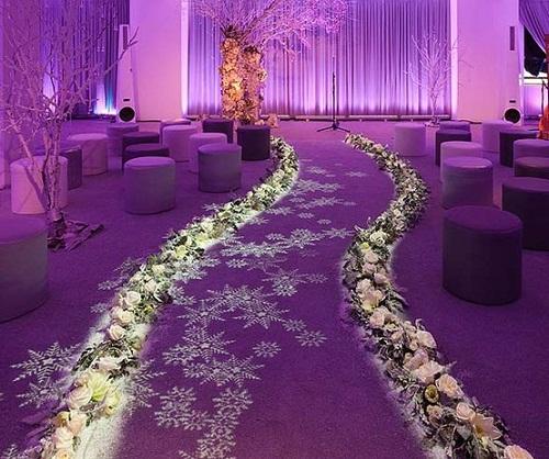 ديكور زفاف باللون البنفسجي