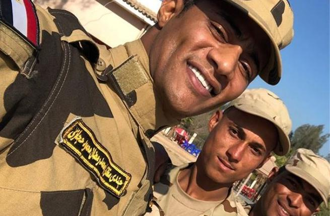 سيلفي محمد رمضان مع الجيش