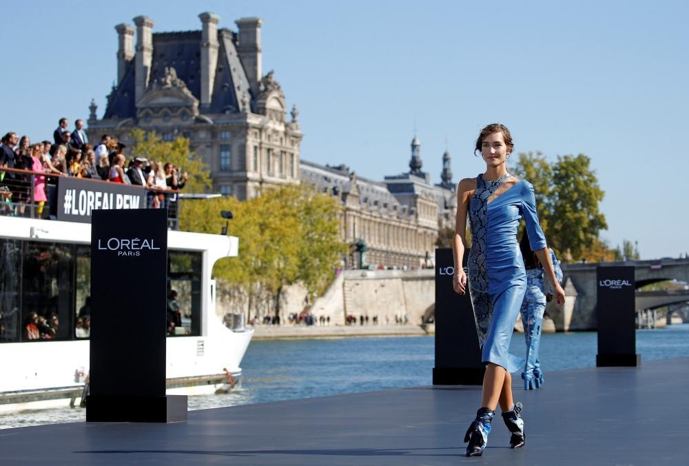 فستان-باللون-الازرق-الفاتح
