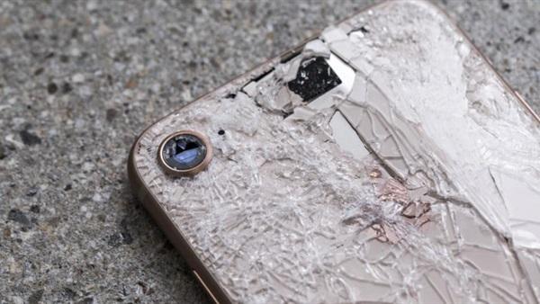 آبل تبتكر أداة لحماية هواتفها من الشرخ والكسر.. وفيديو رقمي مجاني