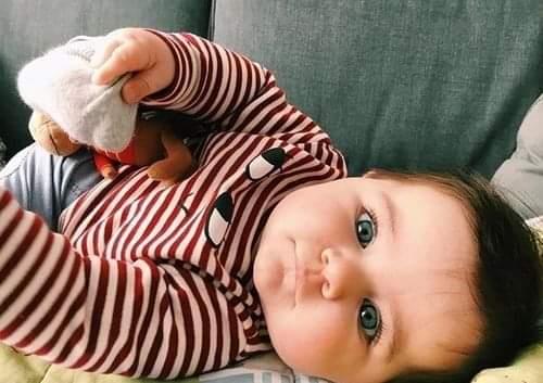 طفل رضيع