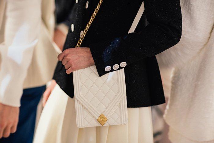 حقيبة-بيضاء-من-شانيل