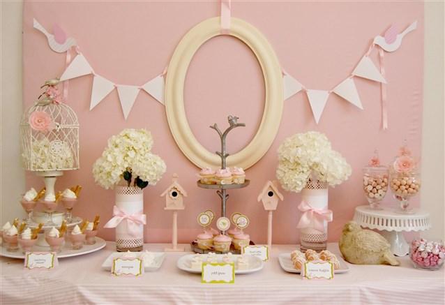 طاولة-باللون-الزهري