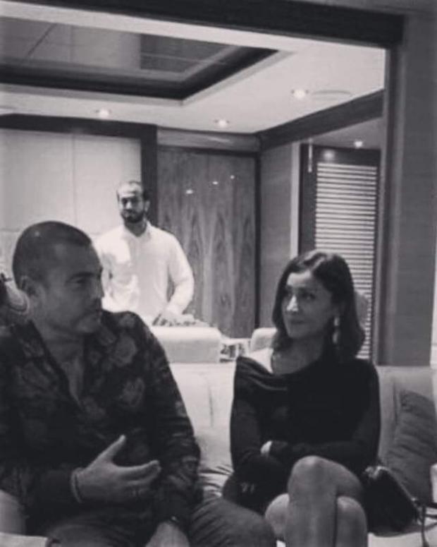 عمرو-دياب-مع-دينا-الشربيني-بدبلة-الزواج