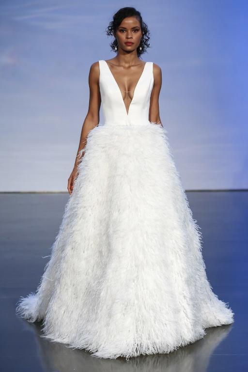 فساتين-زفاف-مزينة-بالريش