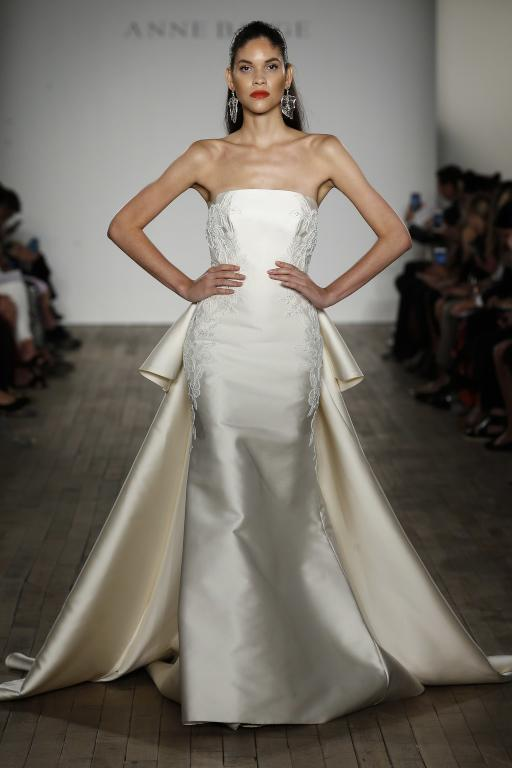 فستان-زفاف-مزين-بالفيونكة