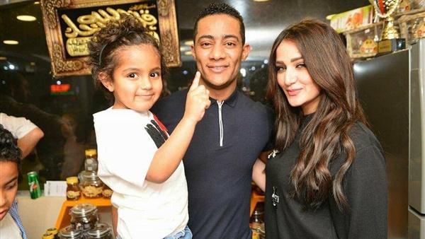 محمد رمضان وزوجته وابنه
