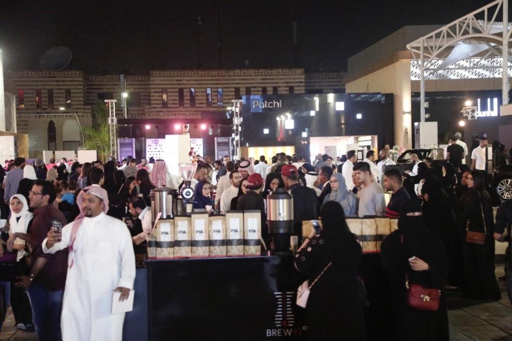 بالصور.. افتتاح نافورة المشروب الأسمر في السعودية