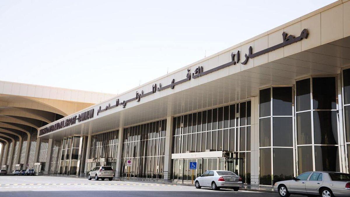 مطار الملك فهد الدولي بالسعودية يدعو زواره للحيطة والحذر!