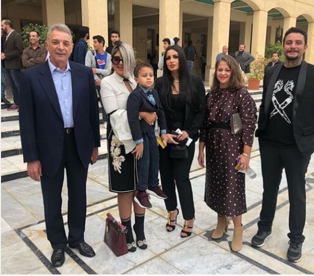أحمد الفيشاوي وزوجته مع محمود حميدة
