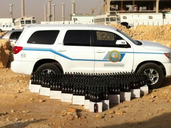 بالصور.. ضبط مصنع لتصنيع الخمور في الرياض