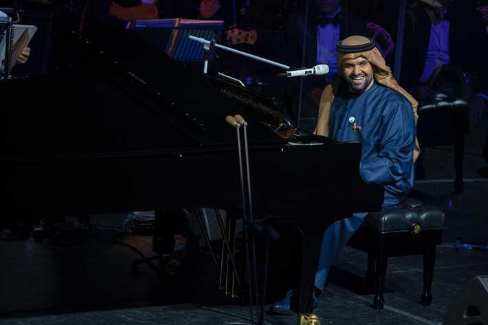 حسين-الجسمي-يعزف-لجمهوره-على-البيانو