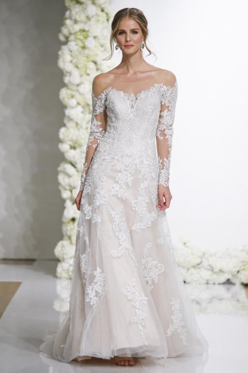 0bc5665a2 صيحة الاوف شولدر في فستان زفاف من موريلي