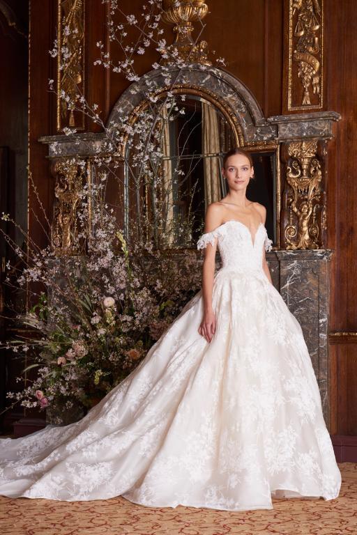 فستان-زفاف-اوف-شولدر-من-مونيك-لولييه