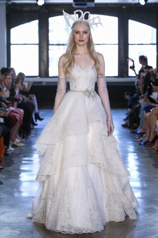 فستان-زفاف-من-واترز-بالحزام-والفيونكة