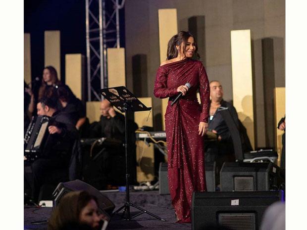 فستان شيرين عبد الوهاب في حفل الكويت